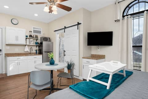 Beautifully Decorated Studio Mission TX