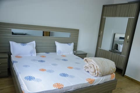 Roomy flat w/ queen beds + terrace panoramic view