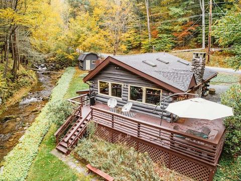 Creekside Cabin: Log Cabin Getaway w/ Fireplace in Phoenicia