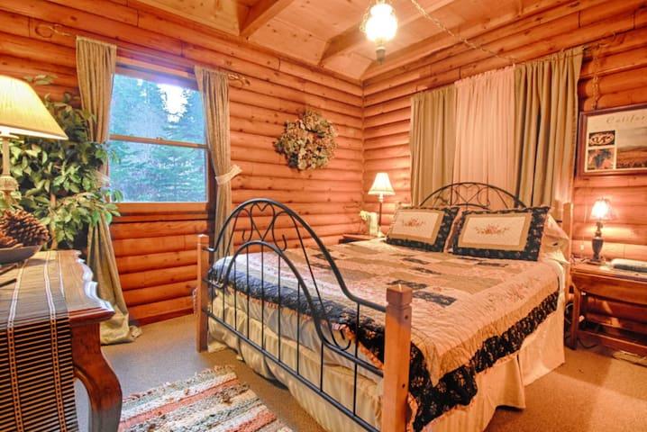 Bedroom #2: Queen Bed