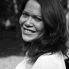 Simone Carneiro User Profile