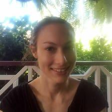 Profil Pengguna Karlie