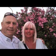 โพรไฟล์ผู้ใช้ Tracy & Neil