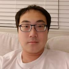 Jae es el anfitrión.