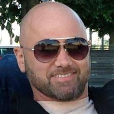 Alec felhasználói profilja
