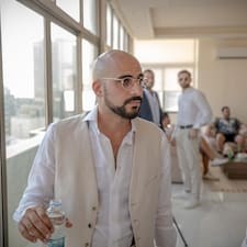 Mustafa — суперхозяин.