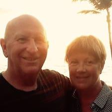 Julie And Daryl felhasználói profilja