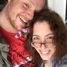 โพรไฟล์ผู้ใช้ Amy & Warren