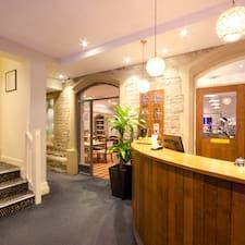 Profil Pengguna Corner House Hotel