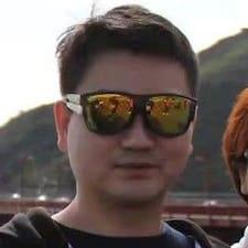 三十 felhasználói profilja