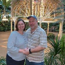 Lisa And Mike felhasználói profilja