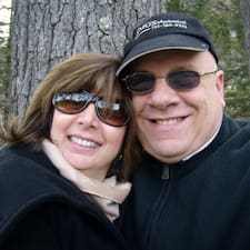 โพรไฟล์ผู้ใช้ Mark & Jennifer