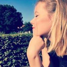 Profil Pengguna Anne-Roos