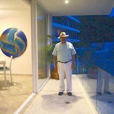 Javier — суперхозяин.