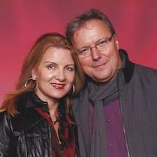 Tamara And Andreas to Superhost.
