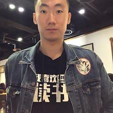 何超 felhasználói profilja