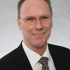 Hans-Georg é o anfitrião.