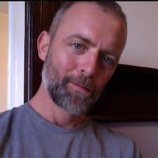 Tom felhasználói profilja