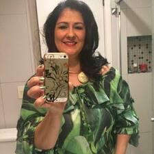 Rosangela Ramos is a superhost.