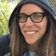 Потребителски профил на Emily