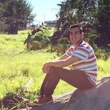 Estuardo felhasználói profilja