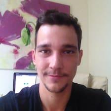 Lucas felhasználói profilja