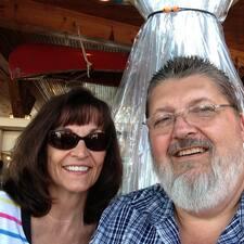 Richard And Leslie คือเจ้าของที่พักดีเด่น