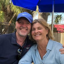David And Margaret Superhost házigazda.