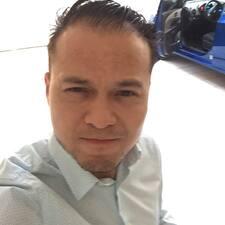 โพรไฟล์ผู้ใช้ Luis Cesar