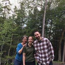 Charles, Susan, April er SuperHost.