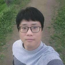 โพรไฟล์ผู้ใช้ Woo Young