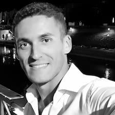Corrado felhasználói profilja