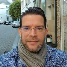 Maximilien felhasználói profilja