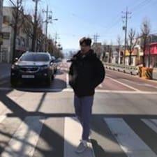 柏瑋 felhasználói profilja