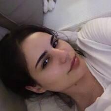Andra felhasználói profilja