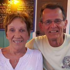 Nancy And Tom is een SuperHost.