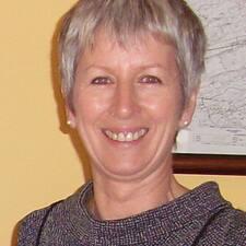Ann Maria adalah seorang HosTeladan.