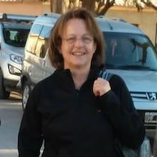 Maria De Los Angeles Superhost házigazda.