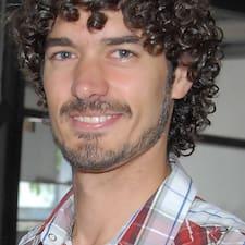 Nicolás — суперхозяин.