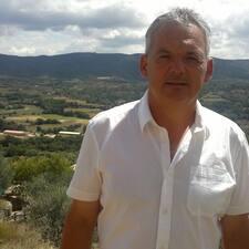 Jose Manuel bir süper ev sahibi.