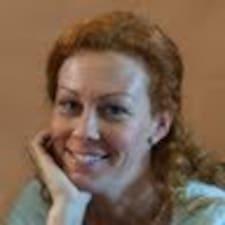 Adrienn felhasználói profilja