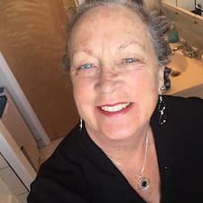 Christine Ayer felhasználói profilja