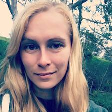 Profil Pengguna Leighann