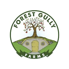 Forest Gully Farms es el anfitrión.