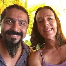 Jenny & Juan Carlos hakkında daha fazla bilgi edinin
