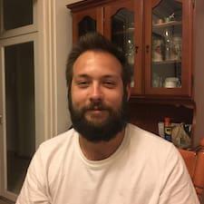 Profil Pengguna Tamás