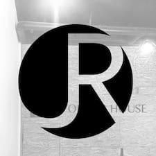 Profil utilisateur de J R