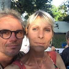Jean-Francois & Veronique is a superhost.