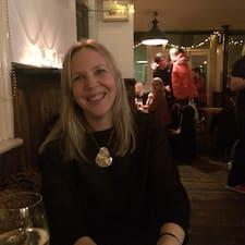 Caroline est un Superhost.