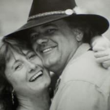 Sue & Bob Superhost házigazda.